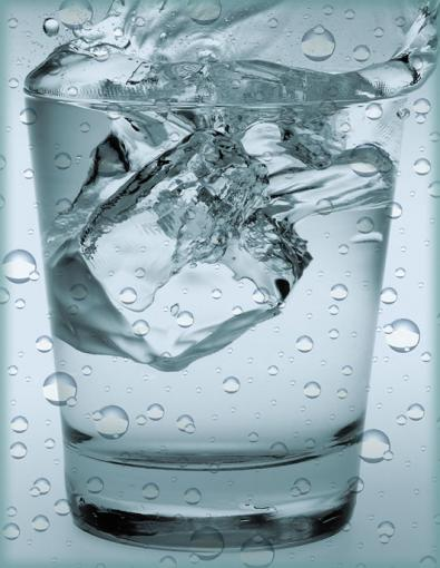 acqua bicchiere